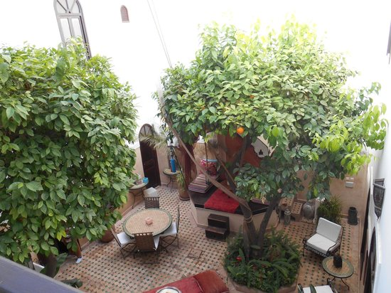 Riad Aguerzame: Patio