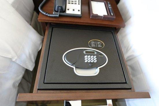 Osaka Marriott Miyako Hotel: In Drawer Safe