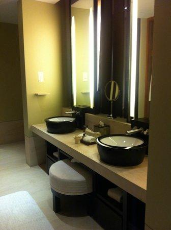 Capella Singapore: Double sinks