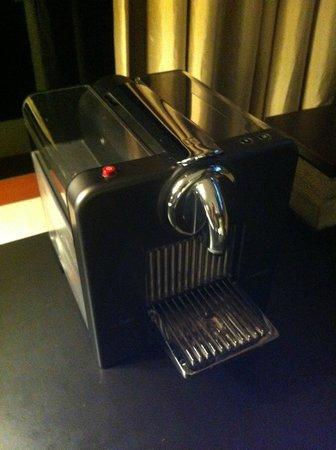 Capella Singapore: Nespresso machine