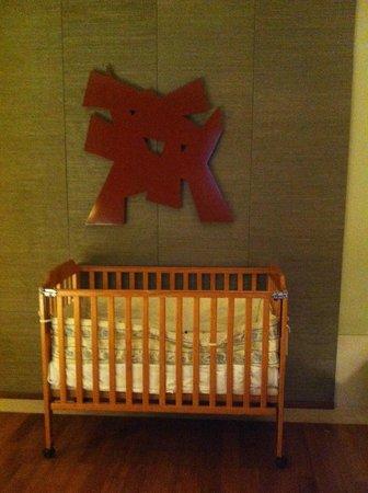 Capella Singapore: Baby Cot