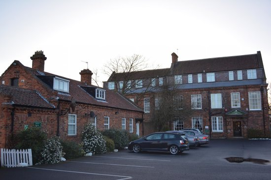 Bowburn Hall: Outside the hotel and parking