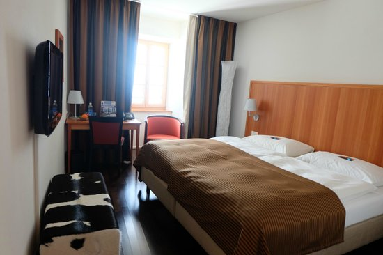 Hotel Pilatus-Kulm : Our room