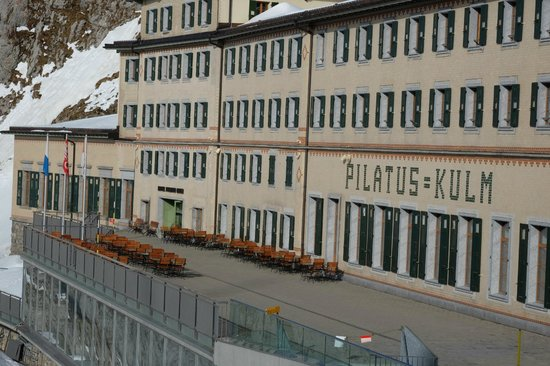 Hotel Pilatus-Kulm : The building