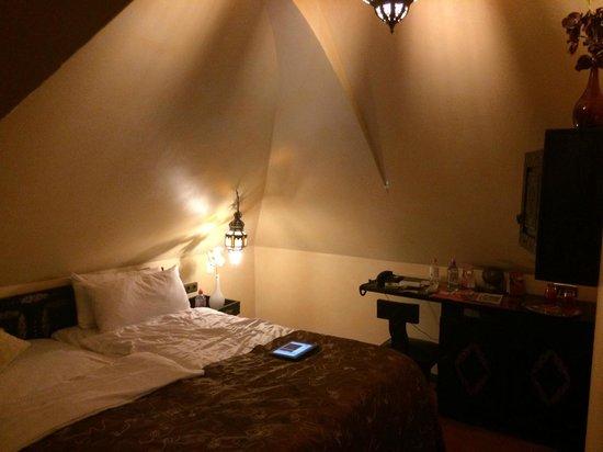 Hotel Villa Oriental: Avec le flash, on peux lire, sans..... il faut de trés bon yeux.
