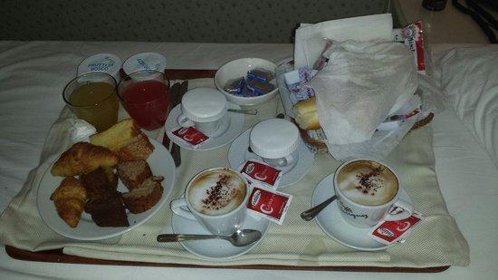 Hotel Miramare: Ricchissima colazione in camera!