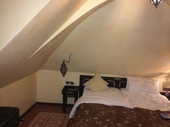 Hotel Villa Oriental: Une mansarde à 300 euros la nuit