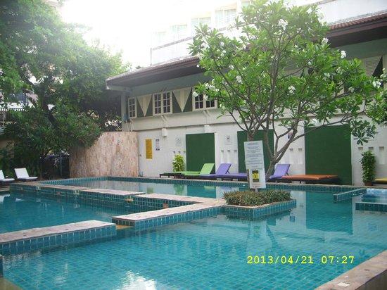 Sandalay Resort: Бассейн