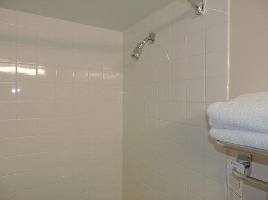 YWCA Hotel Vancouver : Banheiro