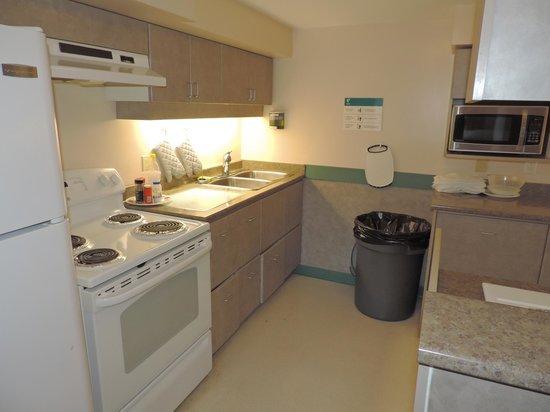 YWCA Hotel Vancouver: Cozinha