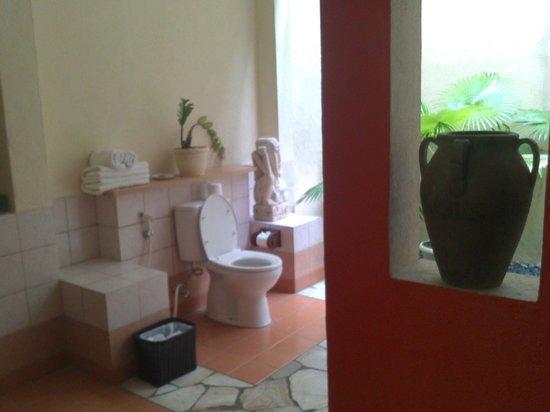 Mutiara Bali Boutique Resort & Villas : our big spa bathroom