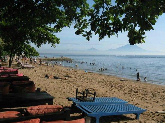 Puri Santrian : Beach front