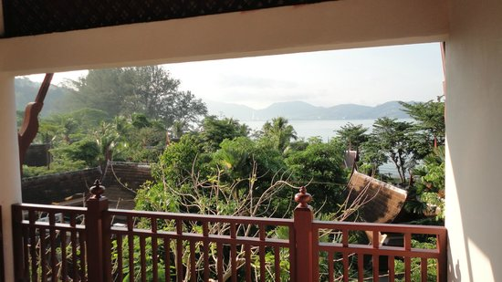 Thavorn Beach Village Resort & Spa : Views from our first room