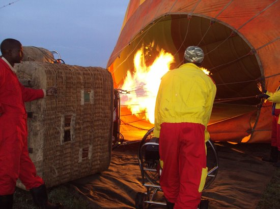 Keekorok Lodge-Sun Africa Hotels: Preparing to take off at dawn for the balloon safari