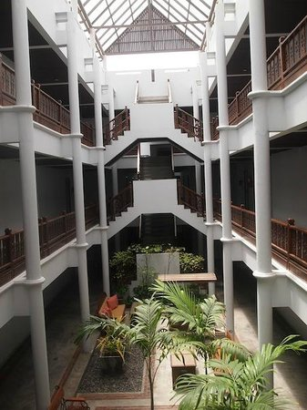 Ramada Phuket Southsea: stairwell