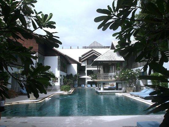Ramada Phuket Southsea: hotel grounds