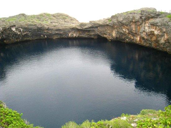 青の池 - Picture of Irabu-jima Island, Miyakojima - TripAdvisor