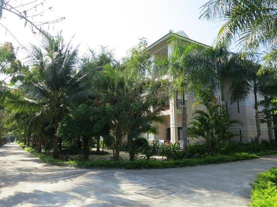 Diamond Bay Resort & Spa: Трехэтажки