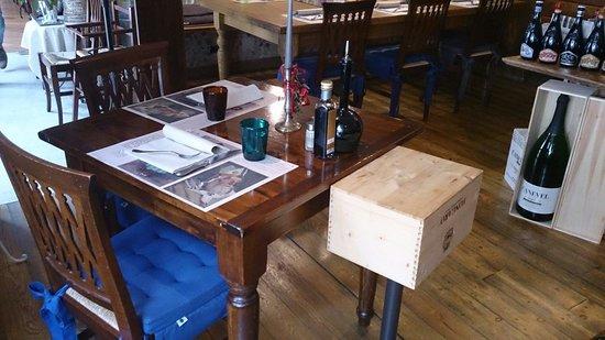 Sosteria: Tavoli in stile Osteria