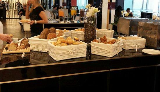 Grandior Hotel Prague: Bread selection.