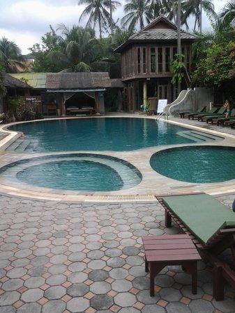 World Resort Bungalow : pool area