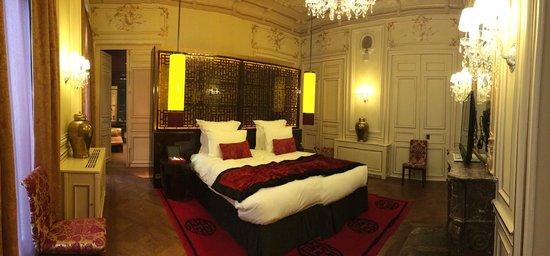 Buddha-Bar Hotel Paris : Our bedroom