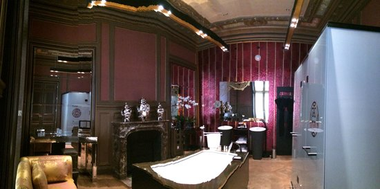 Buddha-Bar Hotel Paris : Our bathroom