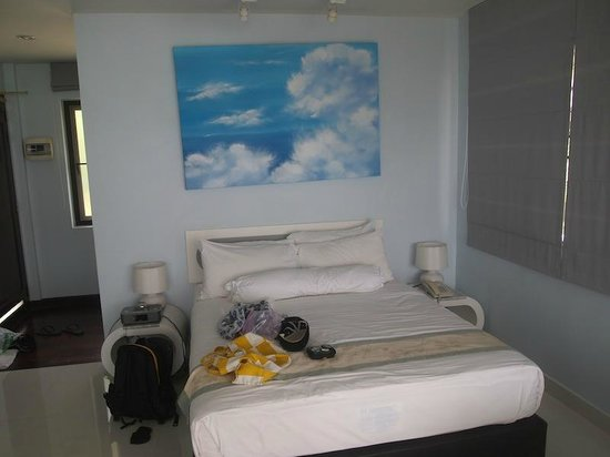 Cloud19 Beach Retreat: bed room clean and simple