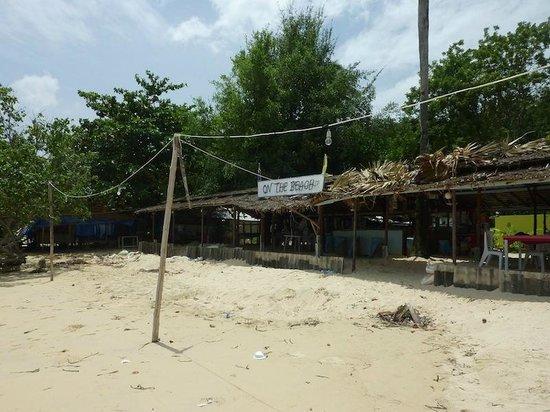 Cloud19 Beach Retreat: restaurant near the hotel