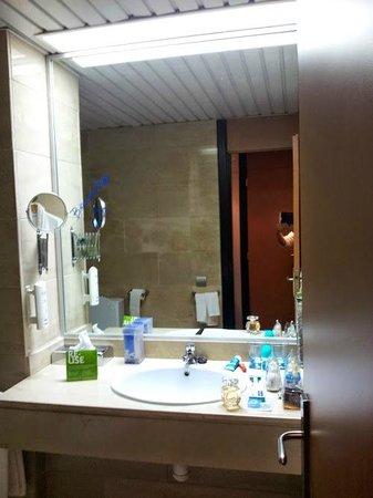 Hotel Ceuta Puerta de Africa: baño