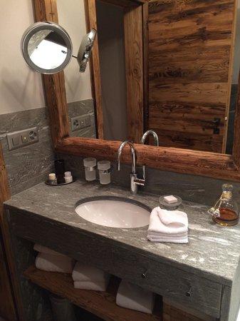 Hotelino Petit Chalet: Uno dei due bagni