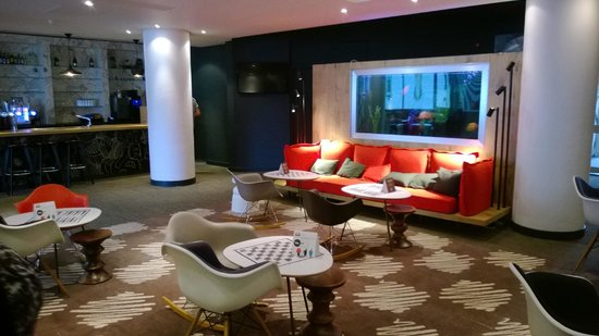 Ibis Portsmouth Centre: Lobby/bar