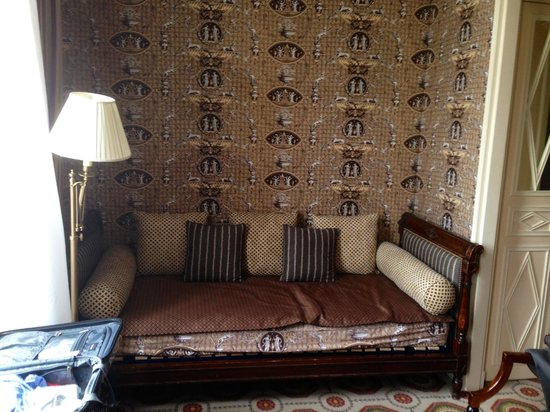 Hotel des Grands Hommes: Couch - lounging area