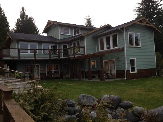 The Francis Boutique Inn: View of B&B from shore