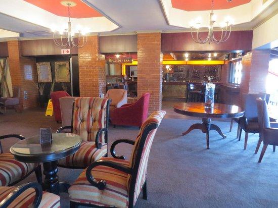 Centurion Lake Hotel : Towards bar