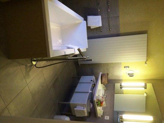 Hotel FloraAlpina: bathroom hotel flora alpina