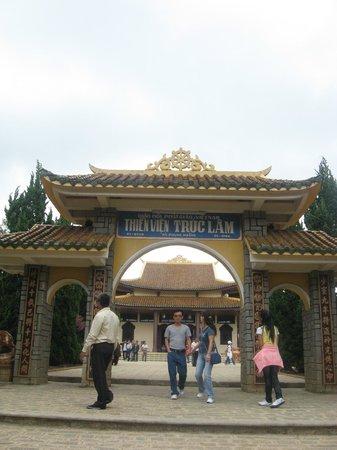 Thien Vien Truc Lam : Entrance to Truc Lam Pagoda