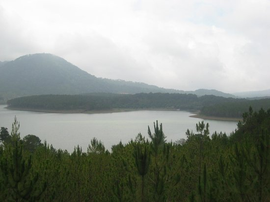 Thien Vien Truc Lam : Tuyen Lam Lake