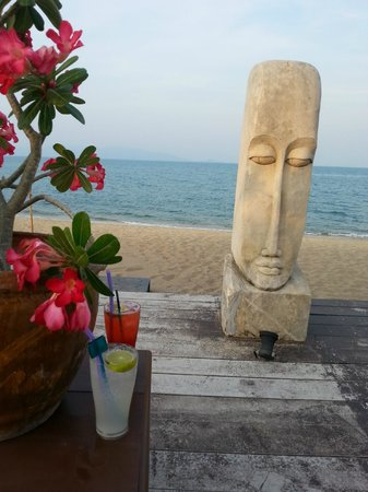 Samui Buri Beach Resort: Chill out playa