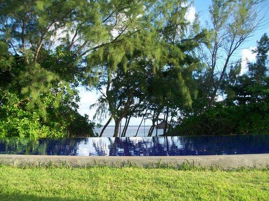 Sofitel So Mauritius : piscine vue plage