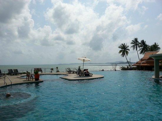 Samui Buri Beach Resort: Piscina