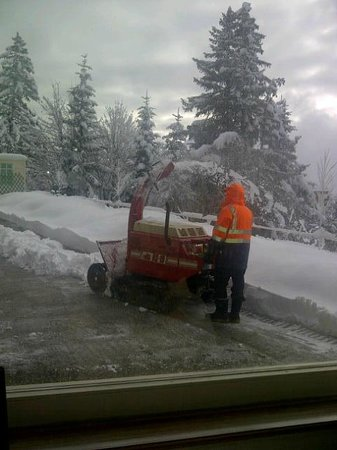 Hotel Alpina & Savoy : hotel had its own snow plough clearing its grounds