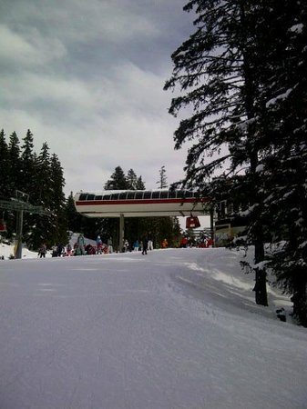 Hotel Alpina & Savoy : cable car station in mountains