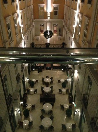 Corinthia Hotel Budapest : vista dalla camera sera