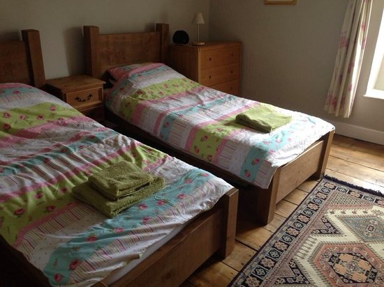 Kendal House: Twin room