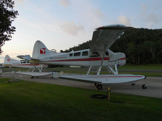 Flametree Tourist Village: Fly over the Great Barrier Reef with Air Whitsunday Seaplanes