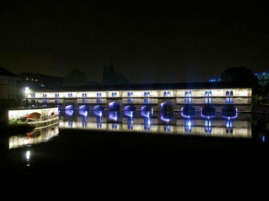 Barrage Vauban : The Barrage at night