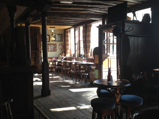 Ye Olde Reindeer: Front bar