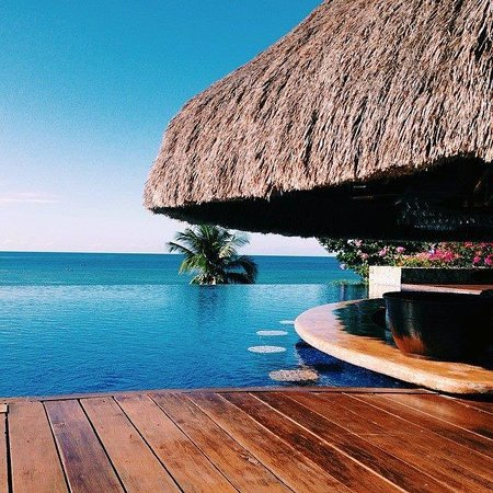 Eskaya Beach Resort & Spa: Pool Bar