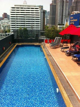 Hotel Solo Sukhumvit 2 : Rooftop pool Hotel Solo Sukumvit 2